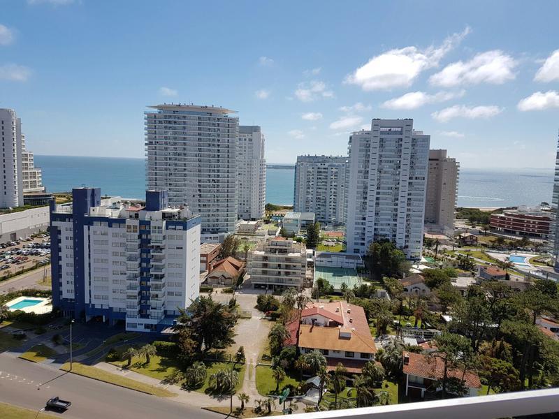 Foto Departamento en Alquiler temporario | Alquiler en  Playa Mansa,  Punta del Este   Punta del Este - Boulevard Artigas y Pedragosa Sierra (Servicio Playa 4ta Mansa)