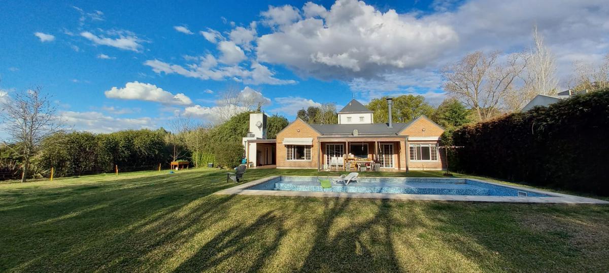 Foto Casa en Venta en  City Bell,  La Plata  Casa. 452 y 21 a. 3 hab. City Bel. Barrio Parque Ecológico.
