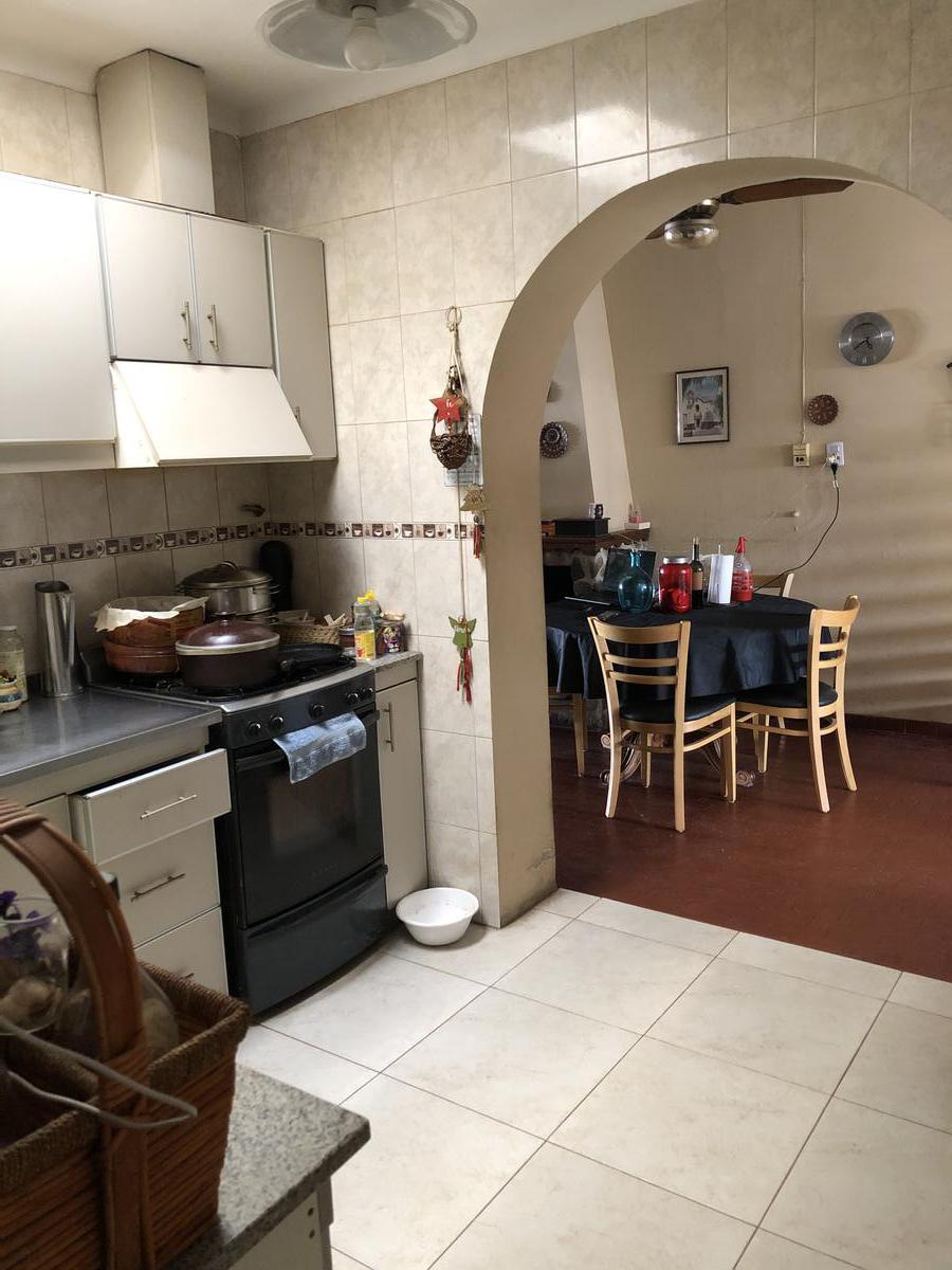 Foto Casa en Venta en  Juniors,  Cordoba  Dr Garzon Agulla 435