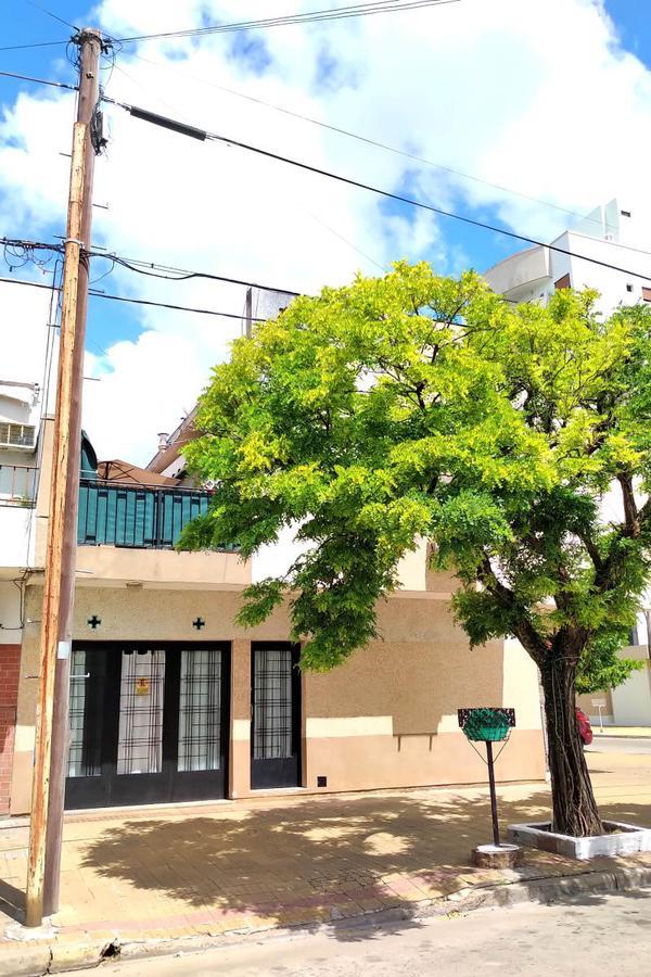 Foto Casa en Alquiler en  La Plata,  La Plata      58 y 26