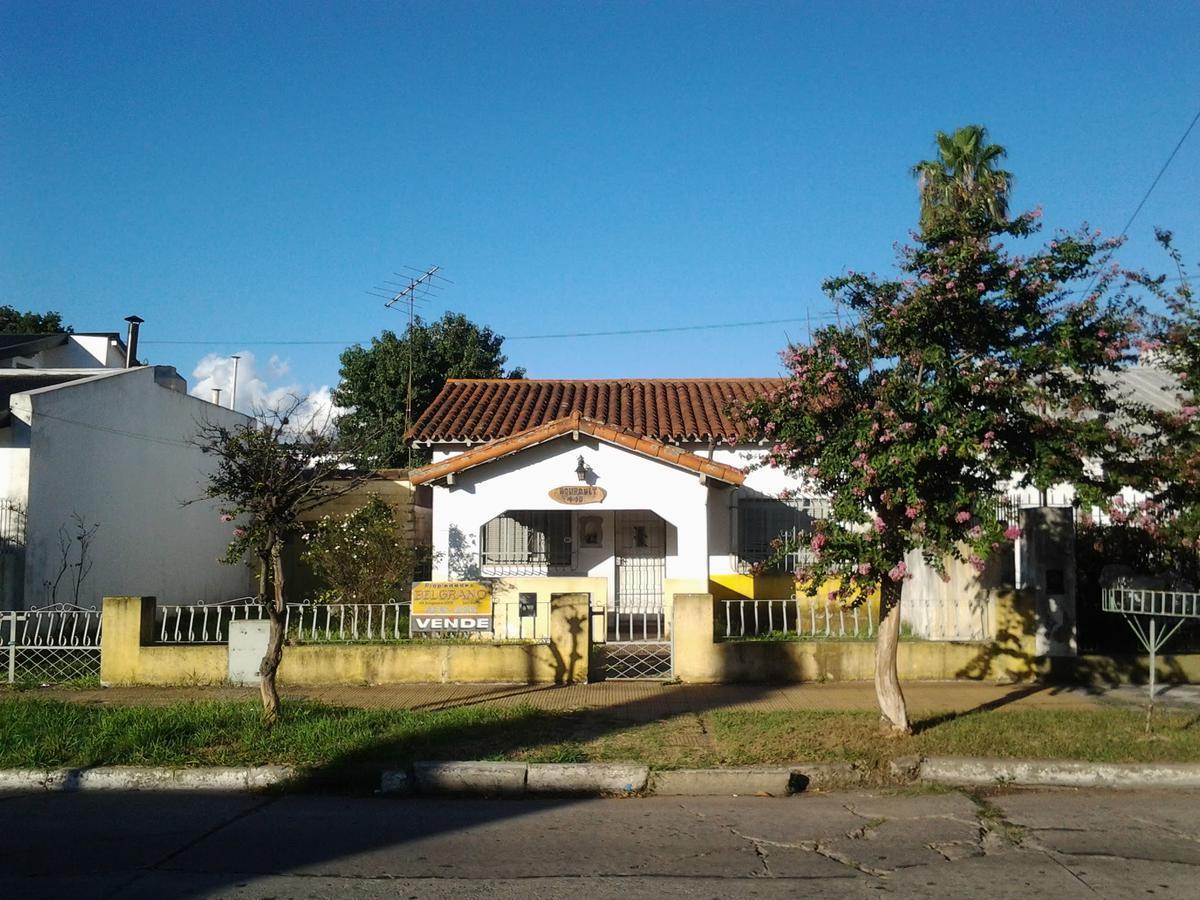 Foto Casa en Venta en  Luis Guillon,  Esteban Echeverria  BOURQUET  al 400
