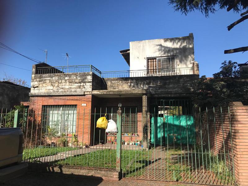 Foto Casa en Venta en  Castelar Sur,  Castelar  Ortuzar al 2800