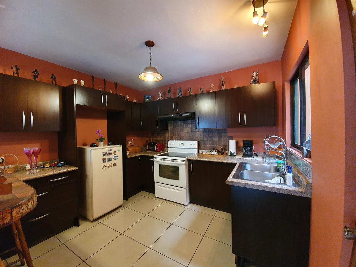 Foto Casa en Venta en  San Rafael,  Escazu  Escazú/ Oportunidad para remodelación con apartamento