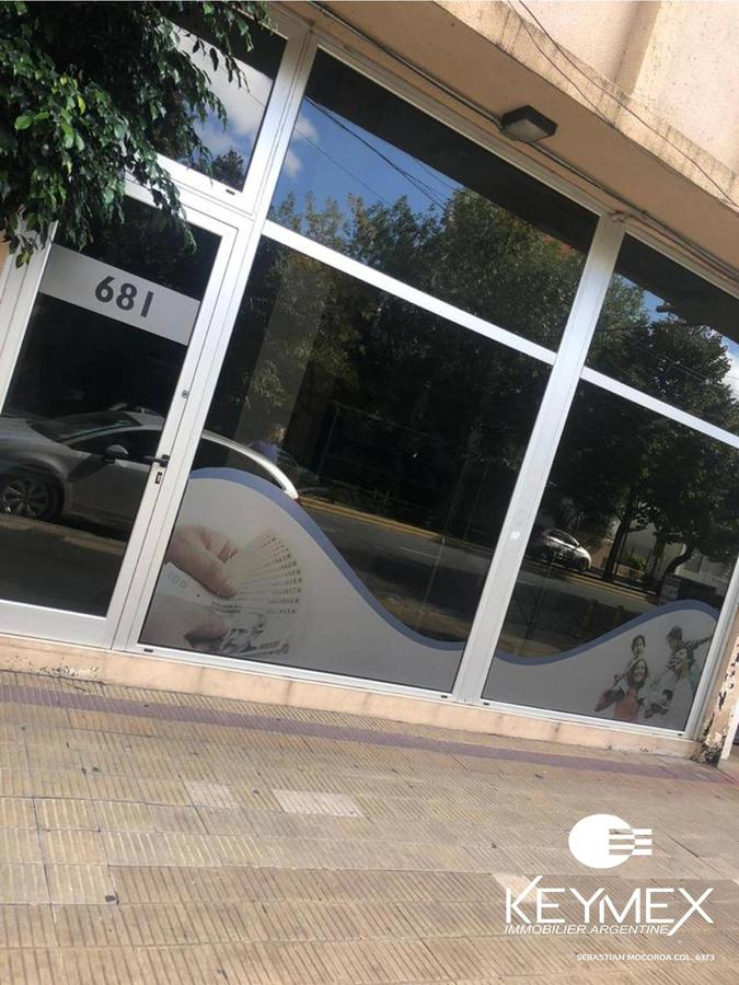 Foto Local en Alquiler en  La Plata ,  G.B.A. Zona Sur  44 entre 8 y 9