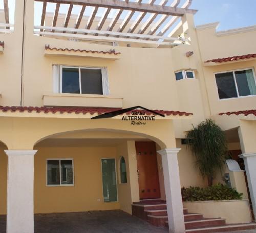 Foto Casa en condominio en Venta en  Cancún Centro,  Cancún  OPORTUNIDAD CASA EN LA FUENTE SM 17 4 RECAMARAS