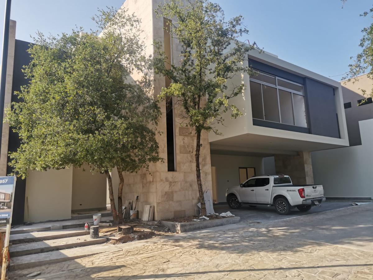 Foto Casa en Venta en  El Uro,  Monterrey  Dos Encinos Privada Residencial