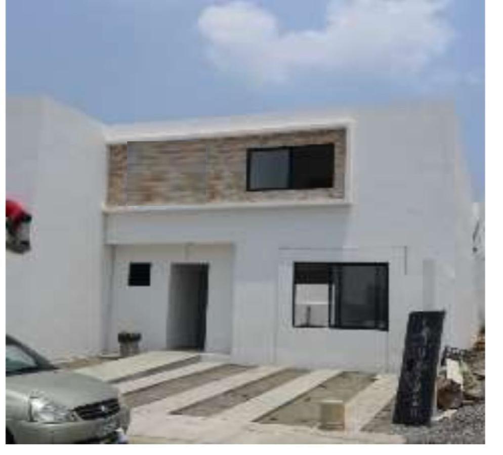 Foto Casa en Venta en  Fraccionamiento Lomas de la Rioja,  Alvarado  LOMAS DE LA RIOJA, Casa en VENTA con terraza y jardín, sala de TV