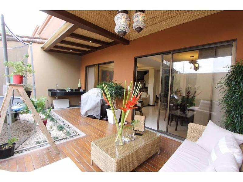 Foto Casa en condominio en Venta | Renta en  San Rafael,  Escazu  Casa en Condominio/ Céntrica/ Tenis