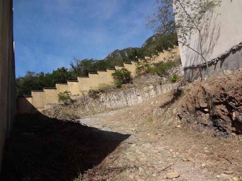 Foto Casa en Venta en  Portal del Huajuco,  Monterrey  CASA  EN VENTA EN OBRA BLANCA  PORTAL DEL HUAJUCO $28,000,000 ***
