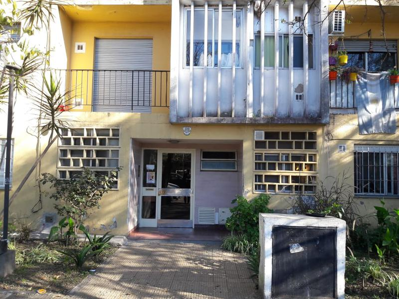 Foto Departamento en Venta en  Remedios De Escalada,  Lanus  Barragan 4459 - 3º depto 34