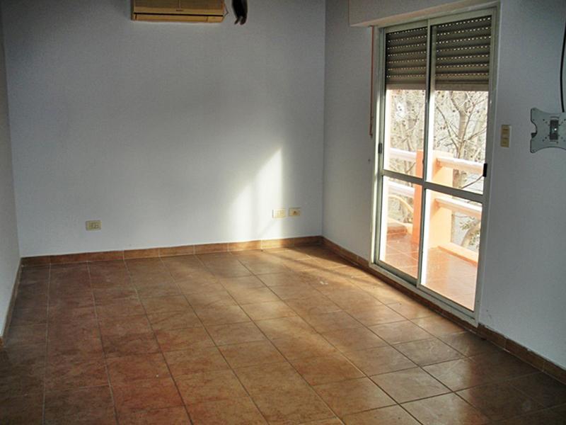 Foto Casa en Venta en  Olivos-Maipu/Uzal,  Olivos  D. F. Sarmiento al 3100