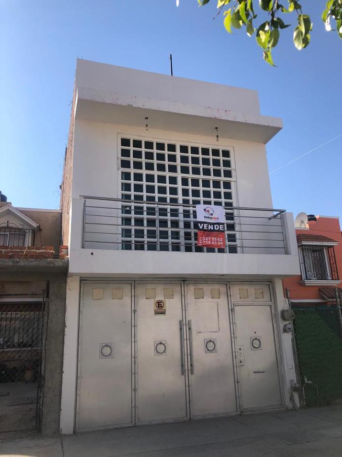 Foto Casa en Venta en  Fraccionamiento Colinas del Carmen,  León  Casa en VENTA en Colinas del Carmen 4 recámaras y sala t.v.