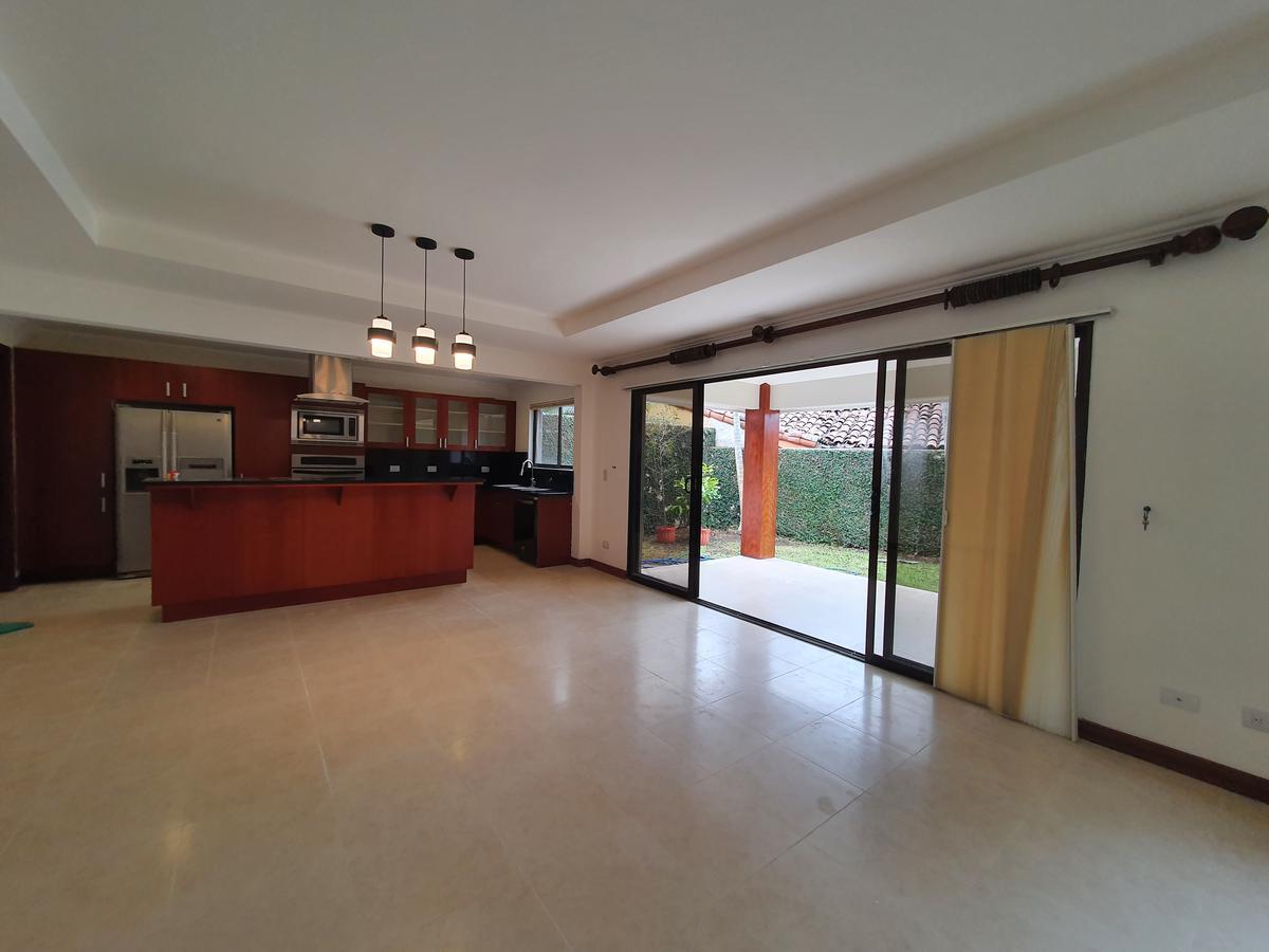 Foto Casa en condominio en Venta | Renta en  Escazu,  Escazu  Jardín / Jaboncillo / Amplia / 322 m2 de terreno