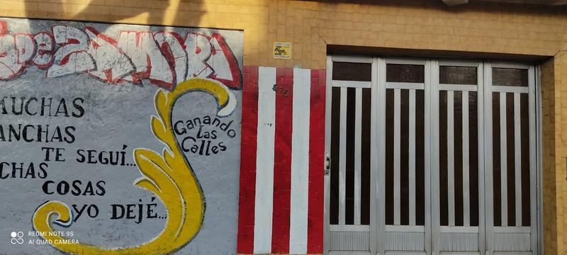 Foto Casa en Venta |  en  Lomas de Zamora Oeste,  Lomas De Zamora  Alvear al 300