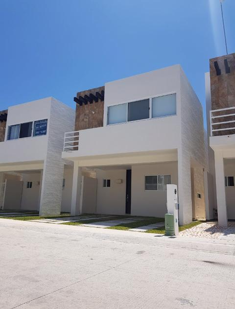 Foto Casa en Renta en  Solidaridad ,  Quintana Roo  Casa 3 recamaras La Joya en Renta SIN AMUEBLAR