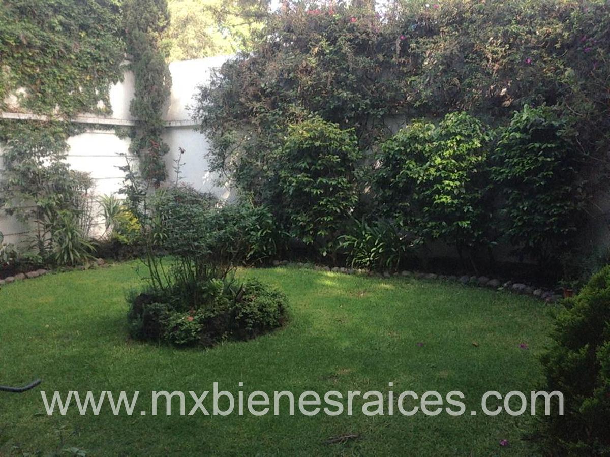 Foto Casa en Venta en  Parques de la Herradura,  Huixquilucan  Casa en cerrada para remodelar