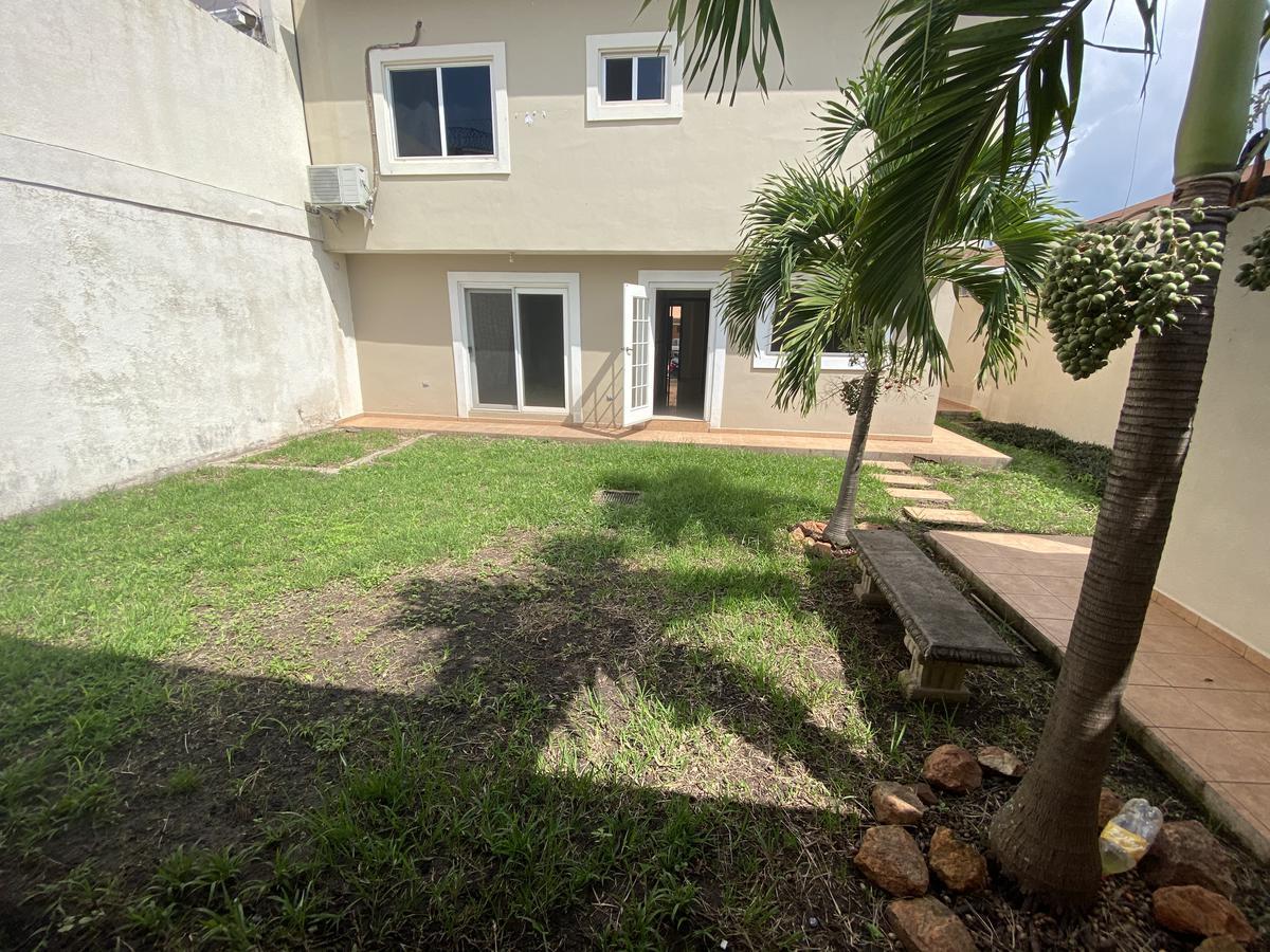 Foto Casa en Venta en  Boulevard Juan Pablo II,  Tegucigalpa  Practica Casa en Circuito Cerrado, Blvd Juan Pablo II, Tegucigalpa