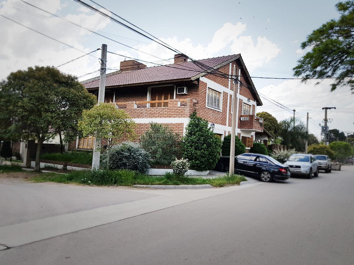 Foto Casa en Venta en  Santa Rosa,  Capital  Caraman al 100