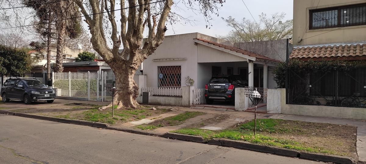 Foto Casa en Venta en  Jose Marmol,  Almirante Brown  CANALE 2363, entre Saenz peña y B. de Yrigoyen
