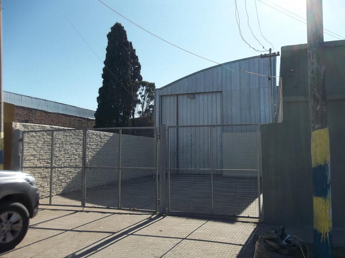 Foto Galpón en Alquiler en  Alberdi,  Rosario  Bv. Bouchard 2840
