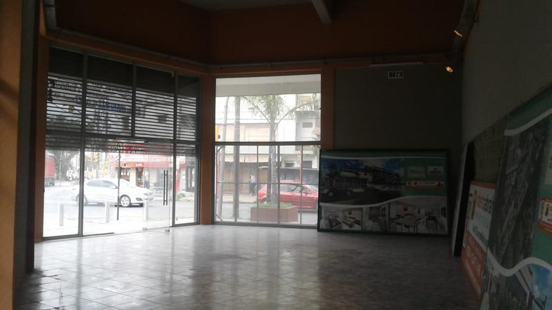 Foto Local en Alquiler | Venta en  Lanús Oeste,  Lanús  Diputado Pedrera 1600