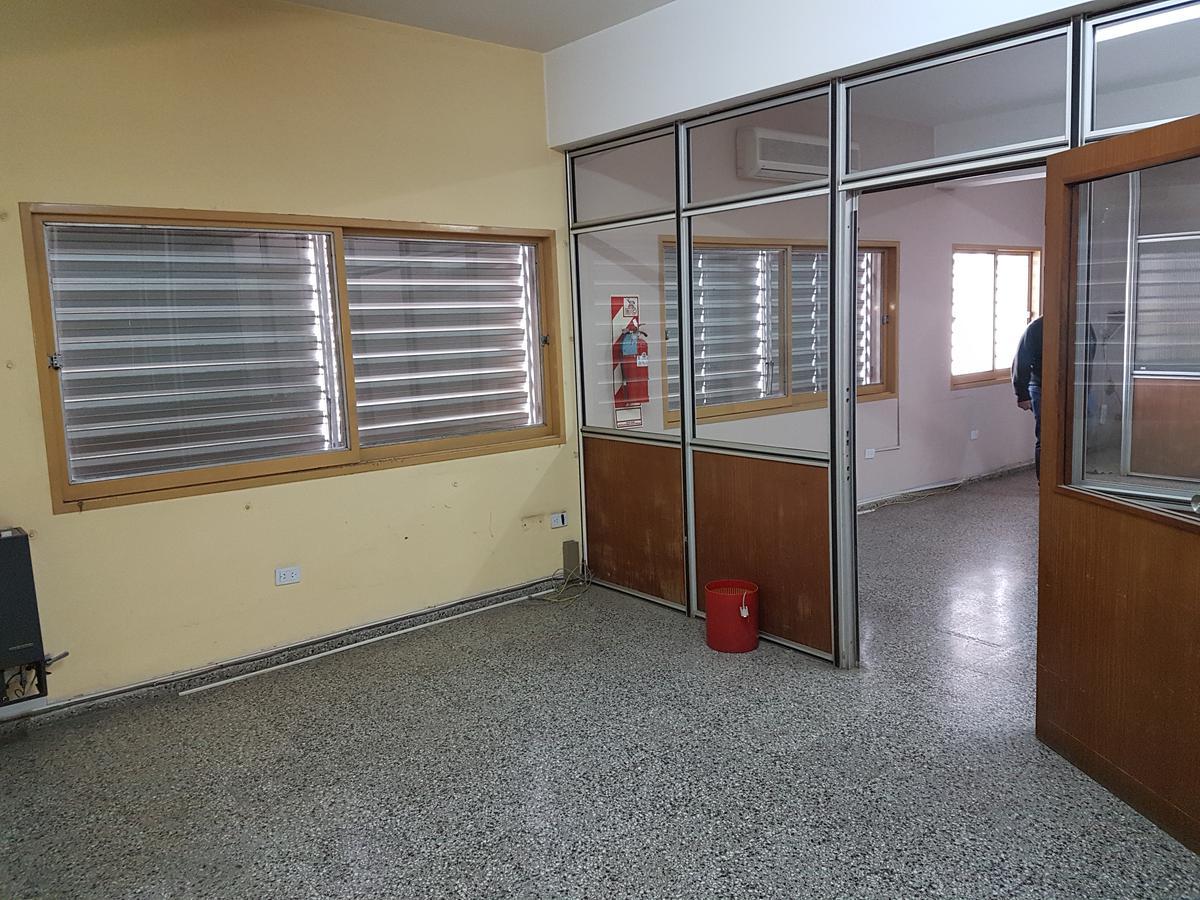 Foto Local en Alquiler en  Alto Alberdi,  Cordoba Capital  Dean Funes al 2500