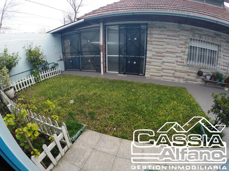 Foto Casa en Venta en  Lomas De Zamora,  Lomas De Zamora  PARANA 685