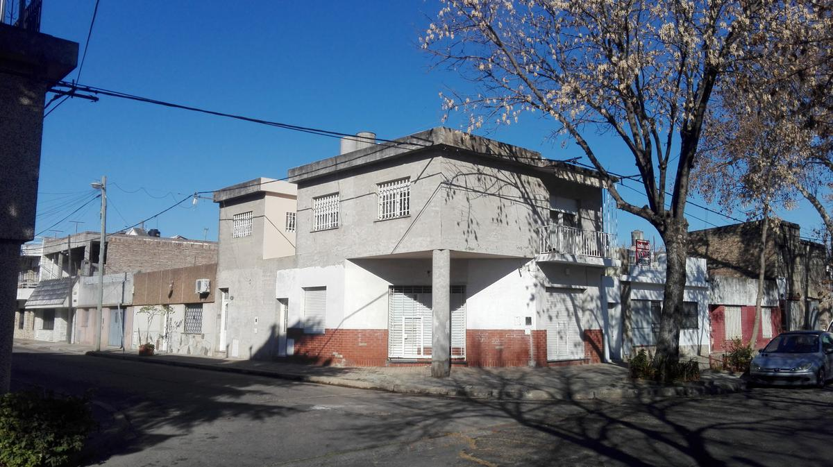 Foto Casa en Venta en  Rosario ,  Santa Fe  Lavalle 1800