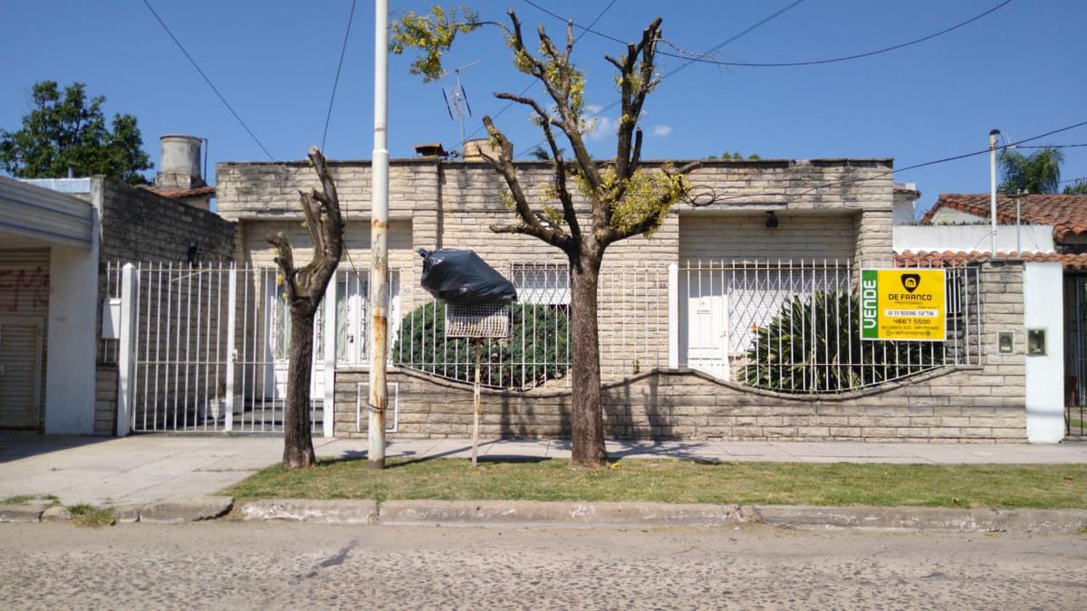 Foto Casa en Venta en  Jose Clemente Paz ,  G.B.A. Zona Norte  Tres Sargentos al 2100