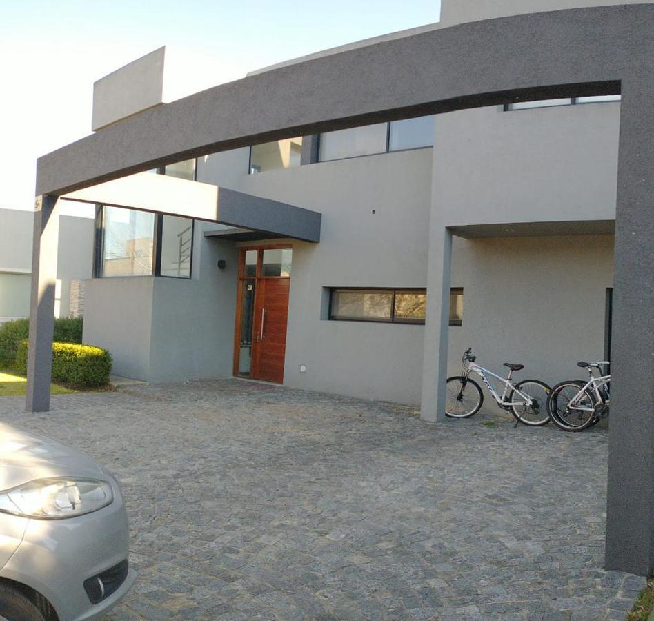 Foto Casa en Venta en  Altos de Hudson II,  Countries/B.Cerrado (Berazategui)  Altos de Hudson 2