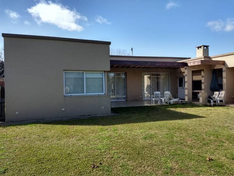 Foto Casa en Venta en  Campana ,  G.B.A. Zona Norte  Campana