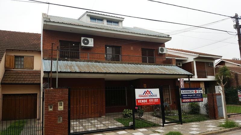 Foto Casa en Venta en  Adrogue,  Almirante Brown  DE KAY 461 Entre J de La Peña y Canale