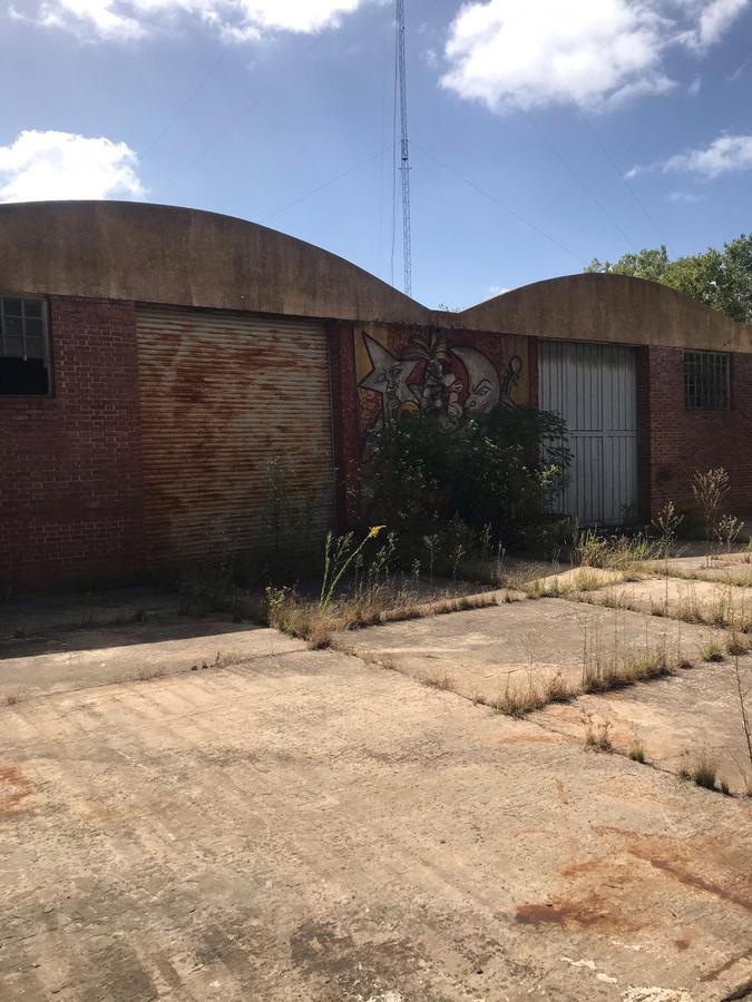Foto Galpón en Alquiler en  La Plata,  La Plata  CENTENARIO Y 520 (13 y 520)