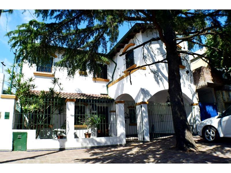 Foto Casa en Venta en  Moron ,  G.B.A. Zona Oeste  Pola al 1200