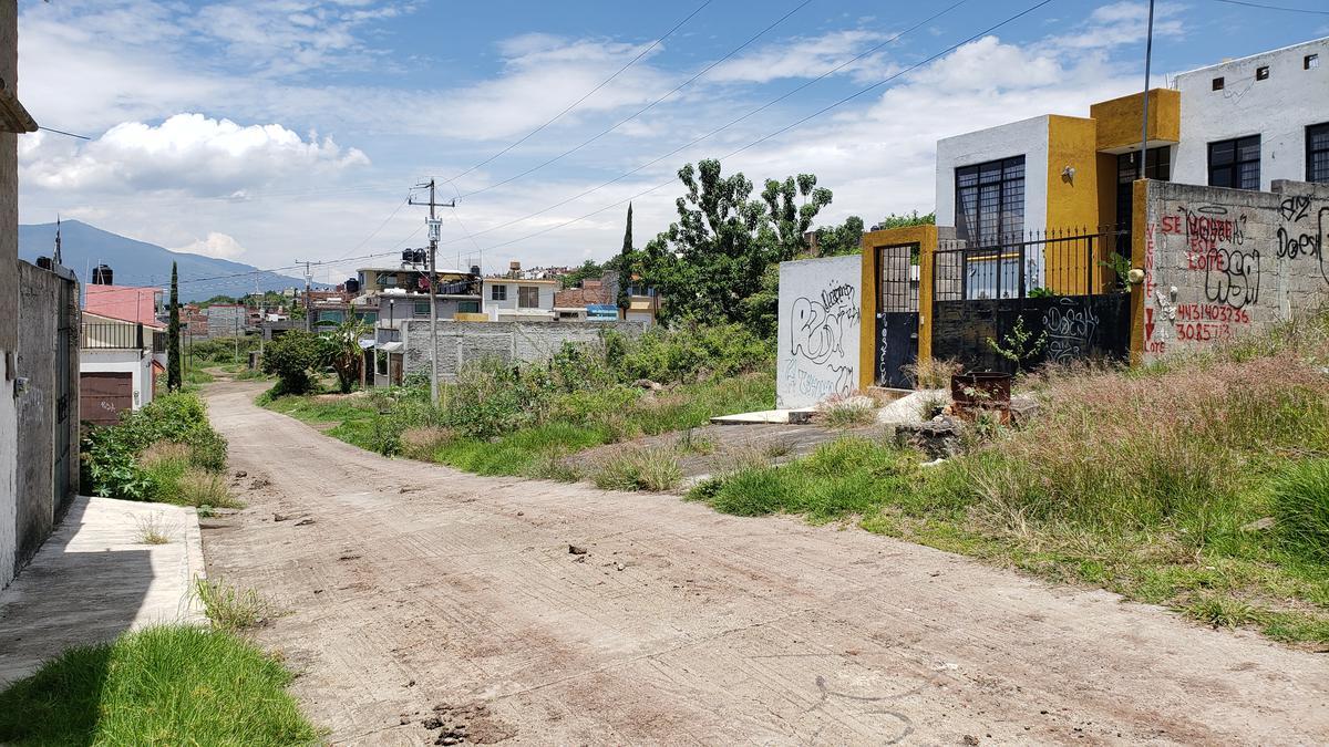 Foto Terreno en Venta en  Ampliación de San Isidro Itzícuaro,  Morelia  SAN ISIDRO ITZICUARO CALLE POPOYUTLA # al 100