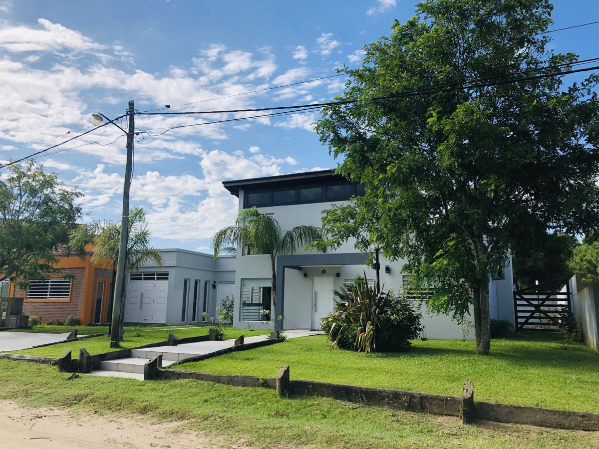 Foto Casa en Venta en  Mar De Ajo ,  Costa Atlantica  Rosas y Jujuy