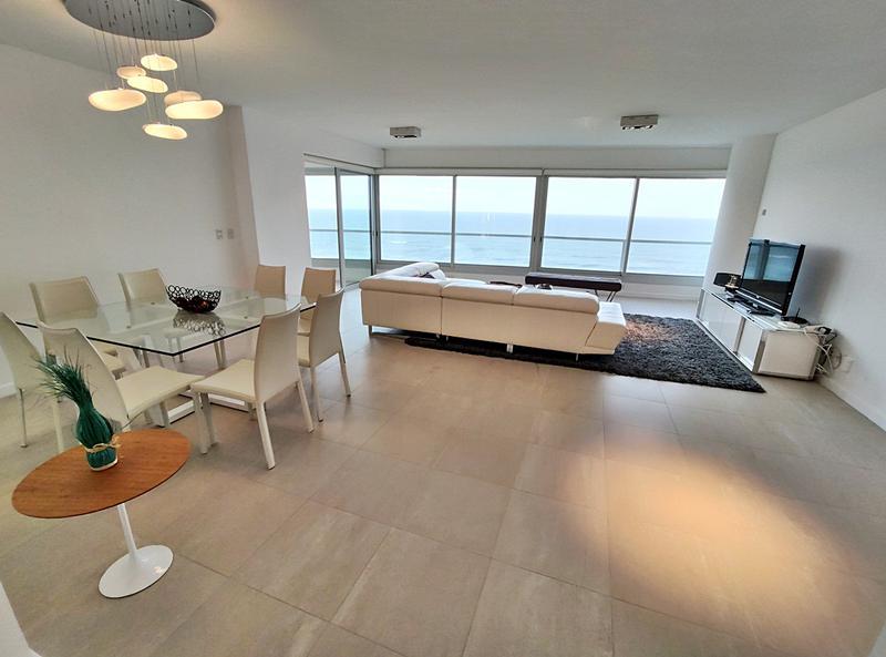 Foto Departamento en Venta en  Playa Brava,  Punta del Este  Apartamento en Le Parc  esquinero con Espectacular vista a la Playa Brava