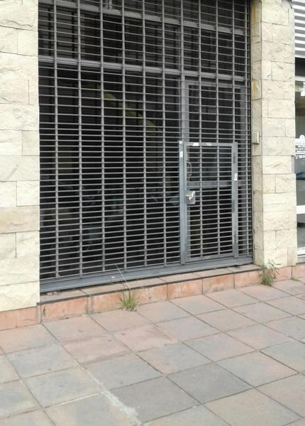 Foto Local en Alquiler en  Lanús Este,  Lanús  Margarita Weild al 1400