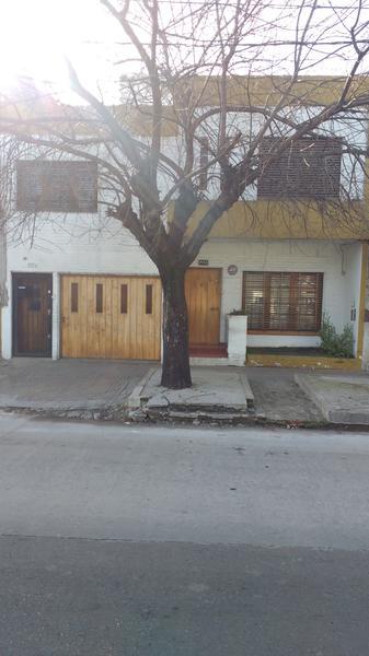 Foto Casa en Venta en  Valentin Alsina,  Lanus  Remedios de Escalada 1600