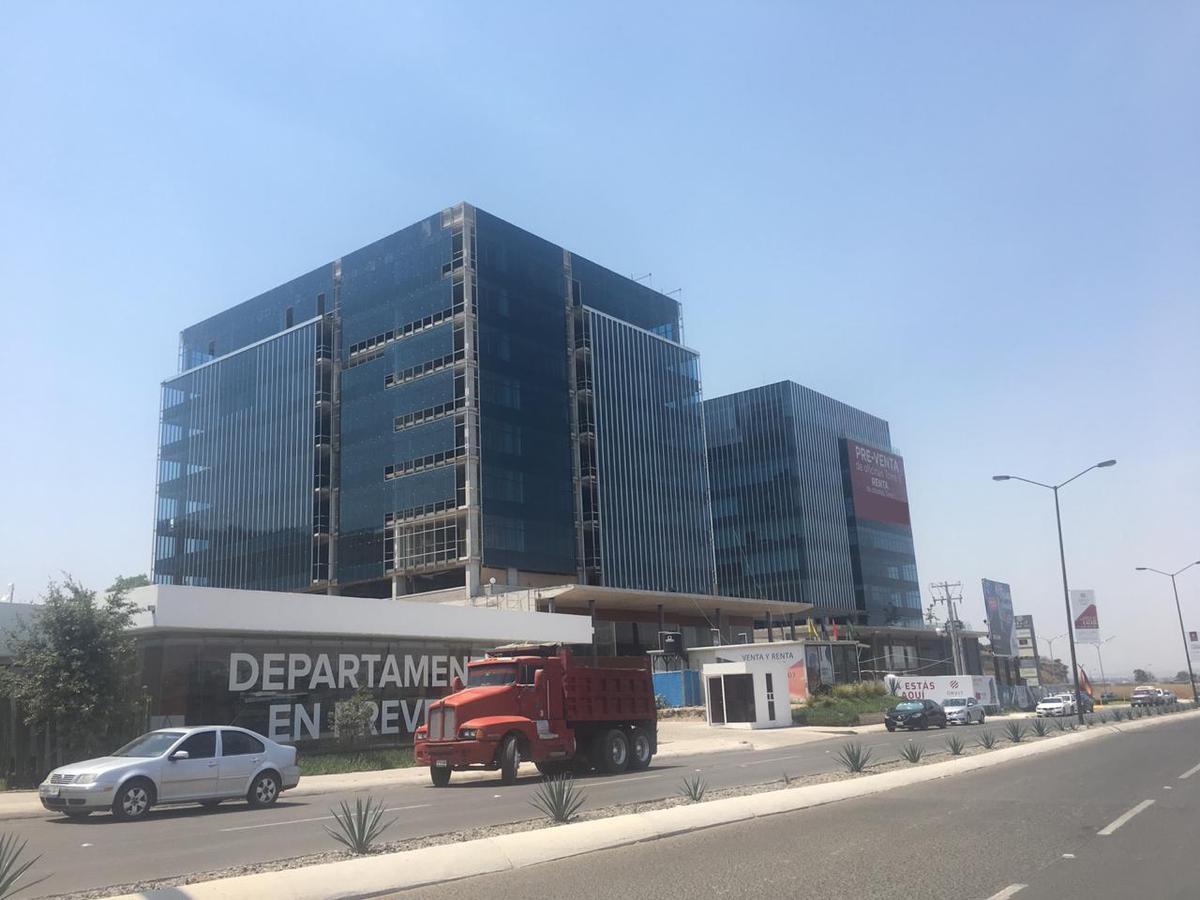 Foto Oficina en Venta en  Fraccionamiento Piamonte,  El Marqués  Oficina en Venta en Corporativo de Lujo cerca Centro Sur