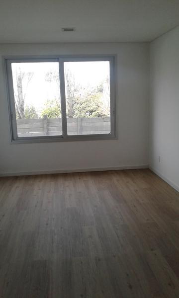 Foto Oficina en Alquiler en  Carrasco ,  Montevideo  Oficina de categoria en pleno centro de Carrasco