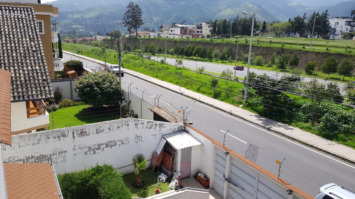 Foto Casa en Venta en  Cumbayá,  Quito  La Primavera, Cumbaya