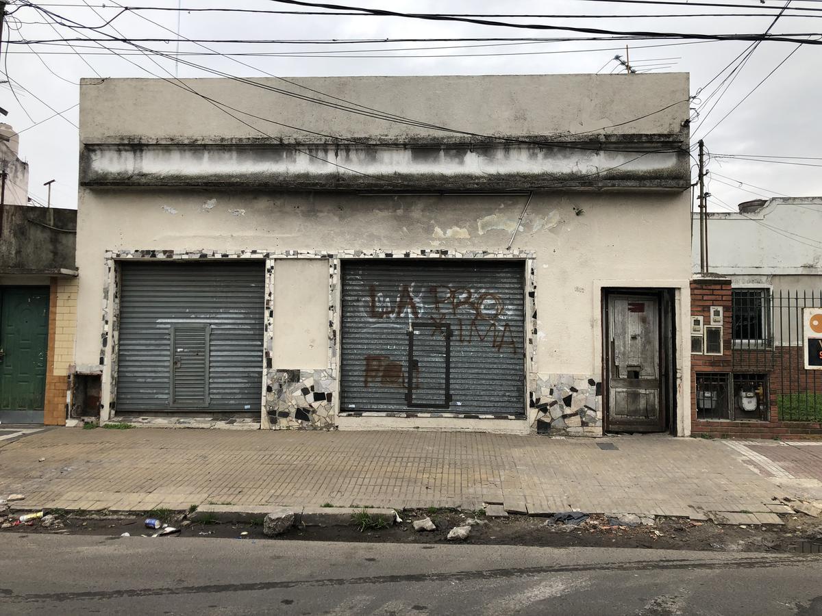 Foto Depósito en Venta en  Bernal Oeste,  Quilmes      Cerrito 1917 entre calle 164 y calle 165