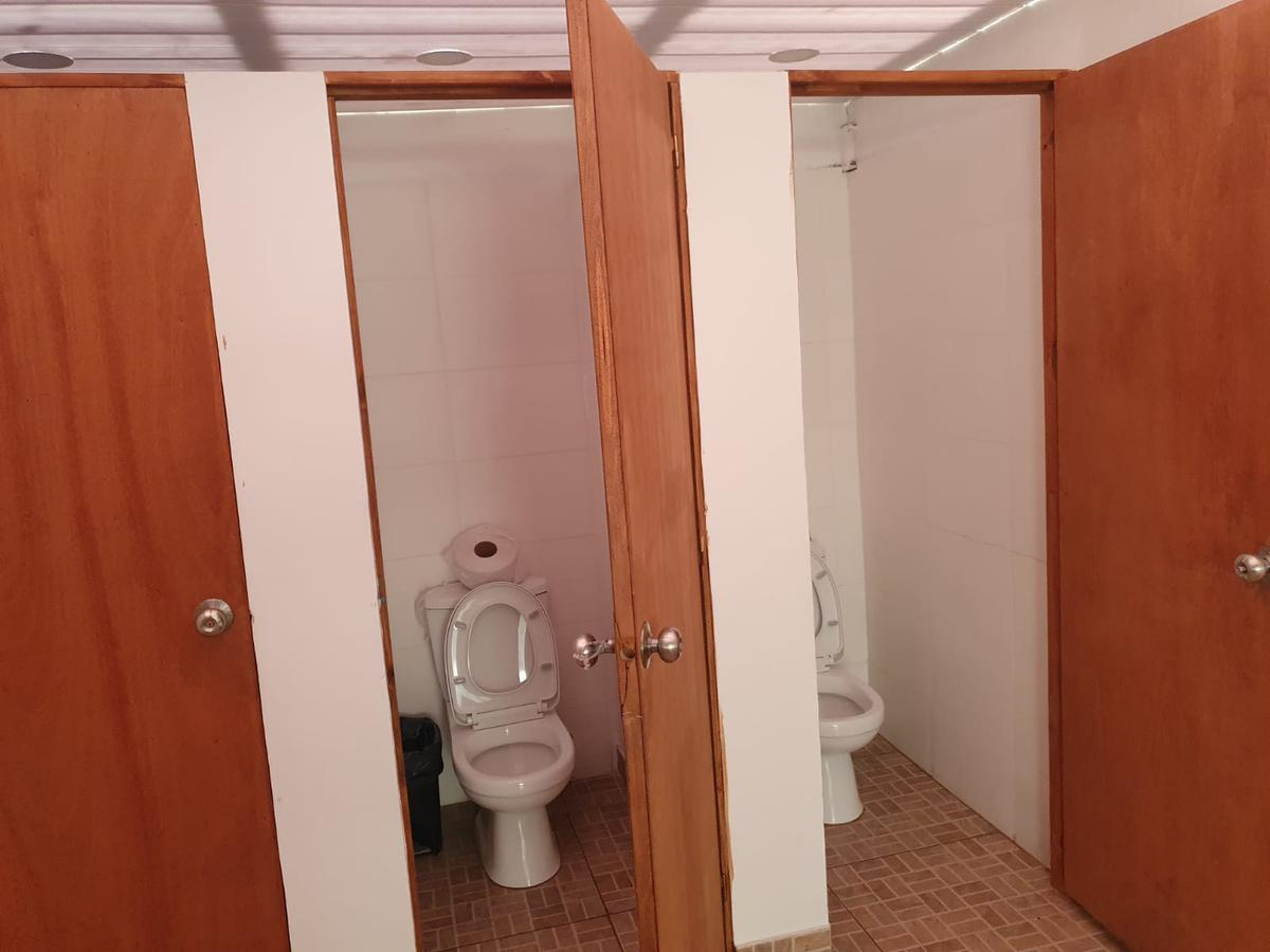 Foto Depósito en Alquiler en  Maroñas ,  Montevideo  Veracierto prox Camino Carrasco, 820 m2 , vig 24 hs, baños, explanada de contenedores!!
