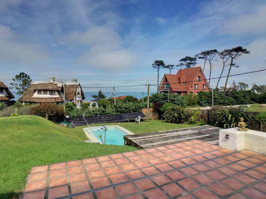 Casa con piscina climatizada y  vista al mar en alquiler  en Pinares  - Punta del Este