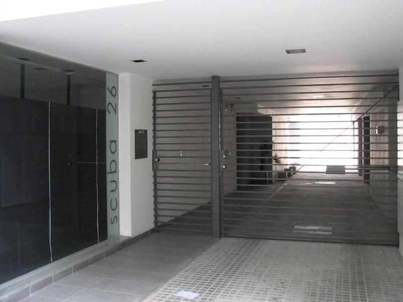 Foto Cochera en Venta en  Rosario ,  Santa Fe  Cochera en Abasto - Italia 2037