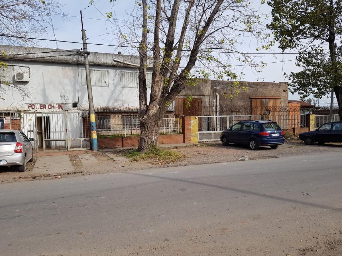 Foto Galpón en Venta en  B.Parque Field,  Rosario  Somoza 2733
