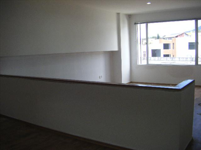 Foto Oficina en Alquiler en  Cumbayá,  Quito  CUMBAYA SE RENTA OFICINA DE 42 m2 , EN CENTRO EJECUTIVO