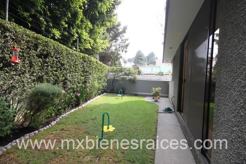 Foto Casa en Venta en  Lomas de Tecamachalco,  Huixquilucan  Tecamachalco Casa en Condominio