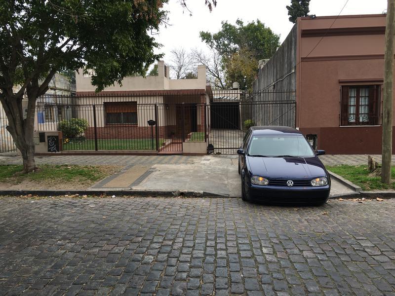 Foto Casa en Venta |  en  Lomas de Zamora Oeste,  Lomas De Zamora  JOSE MARIA PENNA 40